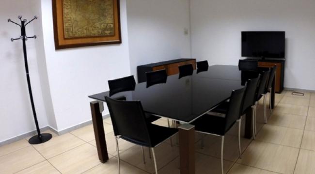 Sala de reuniones y conferencias en centro de negocios for Sala de reuniones