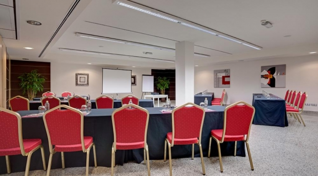 Sala de reuniones y conferencias en Hotel Crowne Plaza Madrid Airport