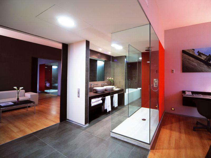 Sala de reuniones y conferencias en hotel barcel valencia for Descripcion de una habitacion de hotel